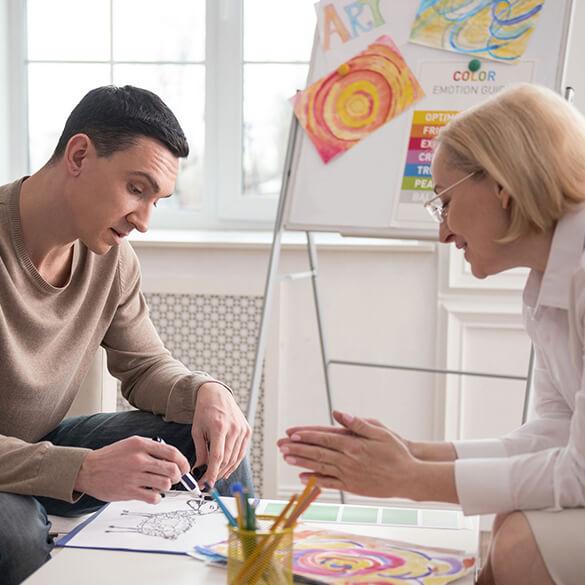Sizi Sanat Terapisi Grup Çalışmalarına Davet Ediyoruz (RUSÇA)